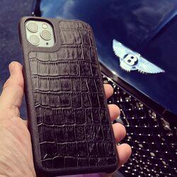 Feel the difference...   #luxurycases #pielframa #lifestyle #luxuryleathercase #luxurycases #iphonecases #handmade #leathergoods #leathergoodsmanufacture #ubriqueleather #ubrique #pieldeubrique