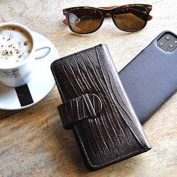 Take a break. Coffee time ☕️  #luxurycases #pielframa #lifestyle #luxuryleathercase #luxurycases #iphonecases #handmade #leathergoods #leathergoodsmanufacture #ubriqueleather #ubrique #pieldeubrique